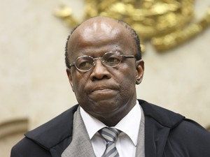 PEC que restringe STF 'fragilizará democracia', diz Joaquim Barbosa