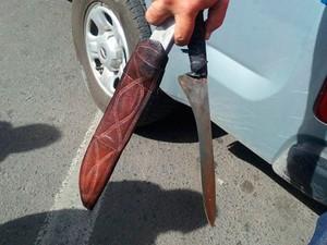 Armas foram apreendidas após assassinato de lavador em Feira de Santana (Foto: Aldo Matos/ Acorda Cidade)