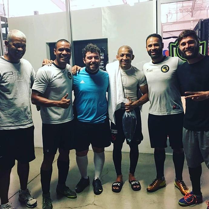 BLOG: Em Vegas para coletiva do UFC 200, Aldo joga bola com time local de brasileiros