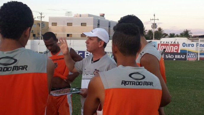 Técnico do Serra Talhada, Edson Leivinha (Foto: Fernando Alves)