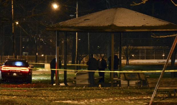 Garoto apontava réplica de pistola de brinquedo para pessoas que passavam em parque nos Estados Unidos  (Foto: Northeast Ohio Media Group, Cory Schaffer/AP)