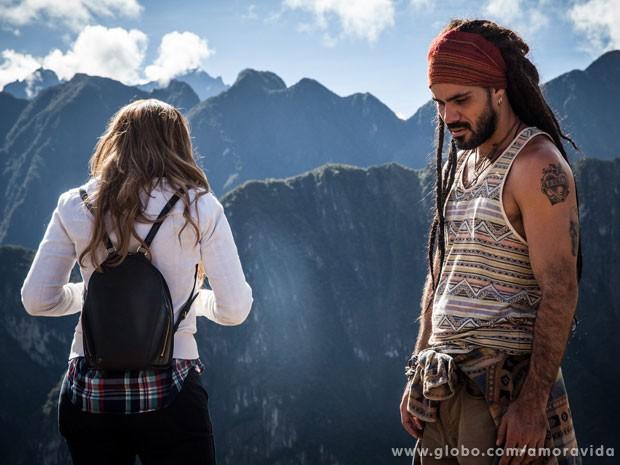 Ninho e Paloma no Peru (Foto: Amor à Vida / TV Globo)