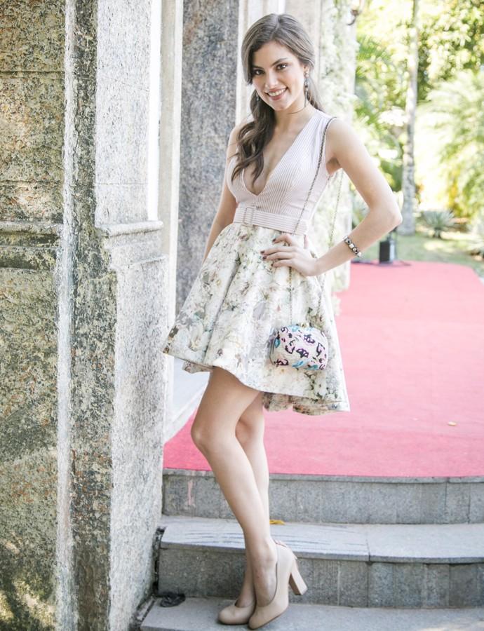 Bianca apostou no vestido romântico e decotado (Foto: Raphael Dias/Gshow)