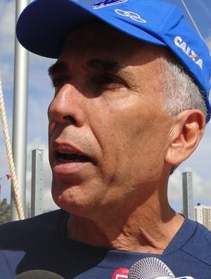 Alexandre Minardi, técnico de atletismo do Cruzeiro (Foto: Valeska Silva / Globoesporte.com)