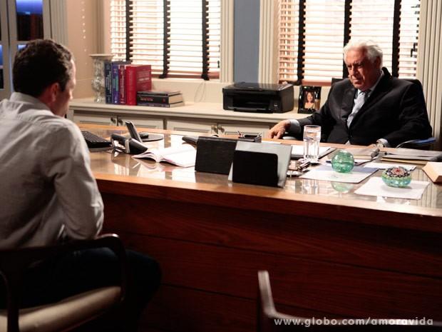 César quer saber de toda a verdade (Foto: Pedro Curi/ TV Globo)