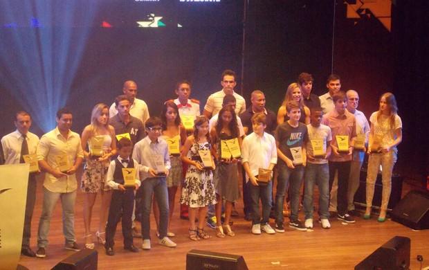 Os atletas premiados pelo Troféu Mirante 2012 (Foto: Bruno Alves)