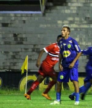Gilcelan, jogador do Altos, é preso  (Foto: GloboEsporte.com)