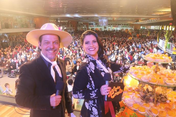 Shana Müller e Neto Fagundes na gravação na Fenadoce em Pelotas Galpão Crioulo (Foto: Gabriela Haas/RBS TV)