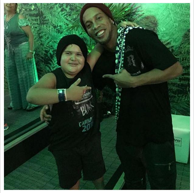 BLOG: Ronaldinho encontra pequeno piauiense que faz sucesso imitando Weslley Safadão