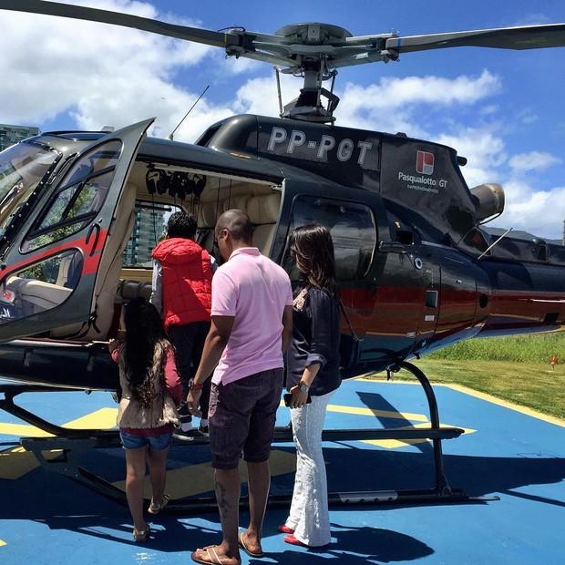 Alexandre Pires viaja com a família de helicóptero (Foto: Instagram / Reprodução)