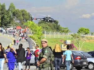 21/07 - Exército e Aeronáutica realizam um simulado da chegada do Papa Francisco a Aparecida, tudo para garantir a segurança do pontífice na cidade. (Foto: NILTON CARDIN/SIGMAPRESS/ESTADÃO CONTEÚDO)