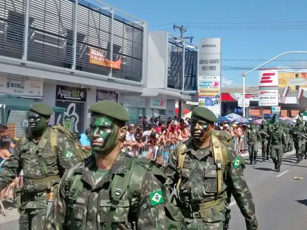 Tropas das Forças Armadas Brasileiras participaram do desfile pelas ruas de João Pessoa (Foto: Katiana Ramos/Jornal da Paraíba )