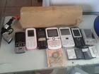 Maconha, celulares e arma de brinquedo (Divulgação/ Polícia Militar)