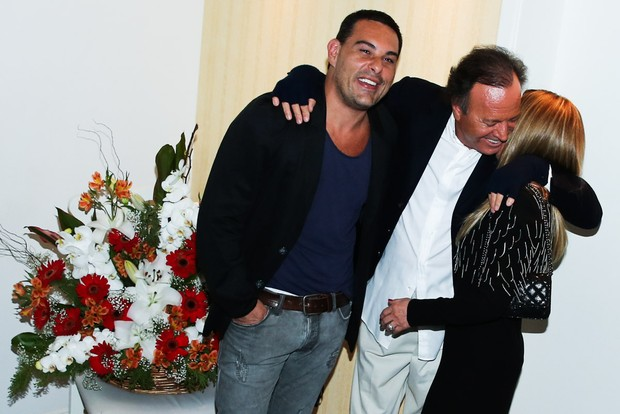 Marcelo Frisoni, Julio Iglesias e Zilu (Foto: Manuela Scarpa/Photo Rio News)