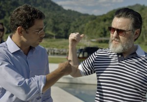 Maurício dá helicóptero de presente para Antenor (Foto: TV Globo)
