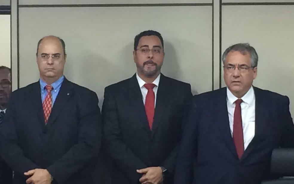 À esquerda, Wilson Witzel, juiz federal em auxílio à presidência do TRF; Marcelo Bretas (centro) e o desembargador André Fontes (Foto: Marco Antônio Martins)