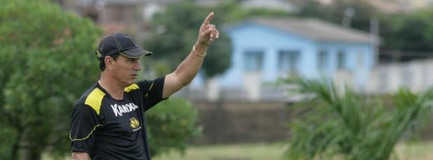 Técnico Paulo Comelli quer mais um atacante de área no elenco do Criciúma (Foto: Fernando Ribeiro, Divulgação / Criciúma EC)