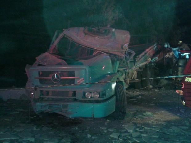 Acidente com caminhão desgovernado deixa quatro mortos no Crato (Foto: Darlene Barbosa/ TV Verdes Mares)