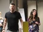Grávida, Megan Fox vai a hospital e marido faz cara feia para paparazzi