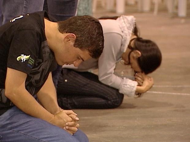 Encontro reúne jovens católicos no Pavilhão de Carapina, na Serra (Foto: Reprodução/TV Gazeta)