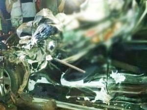 Veículo ficou completamente destruído (Foto: Divulgação/Blog Notícia da Foto)