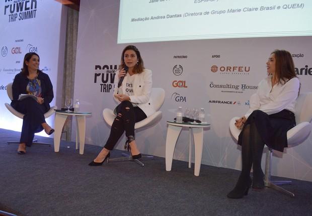 A atriz Giovanna Antonelli participa de painel com Jane Mundel, gerente de marketing da ESPM, mediado por Andrea Dantas (Foto: Liane Neves/Divulgação Marie Claire)