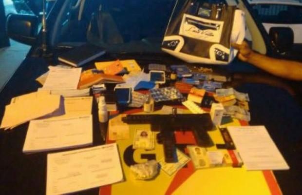 Grupo foi detido com armas, drogas e receitas médicas Goiás Senador Canedo (Foto: Divulgação/Polícia Militar)