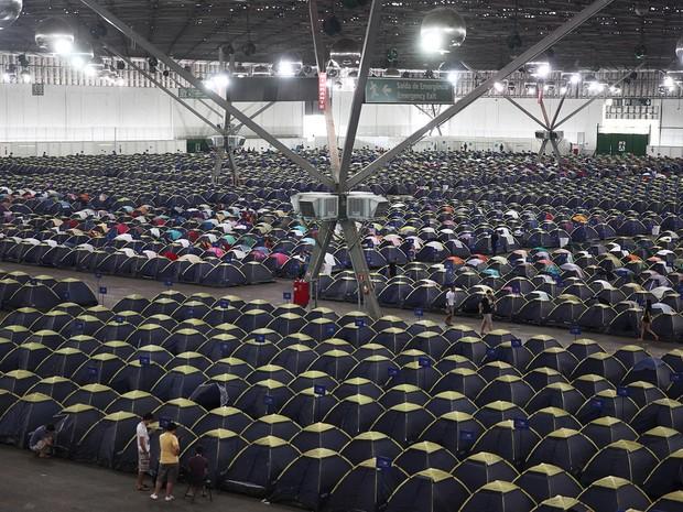 Incontáveis barracas no acampamento dos campuseiros da Campus Party 2016; nova edição brasileira do evento acontece Pavilhão de Exposições Anhembi, em São Paulo, e vai até domingo (31) (Foto: Fabio Tito/G1)