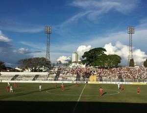 Araxá e Tricordiano se enfrentaram na Hexagonal Final do Mineiro no Fausto Alvim (Foto: César Campos)