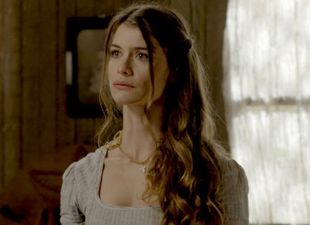 Lívia dá fora em Emília: 'Não sou mais uma criança'