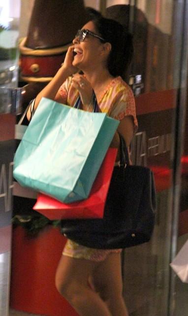 Juliana Paes faz compras em shopping do Rio (Foto: Marcus Pavão / AgNews)