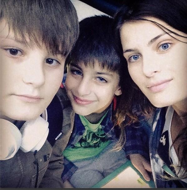 Isabeli Fontana e os filhos (Foto: Arquivo pessoal)