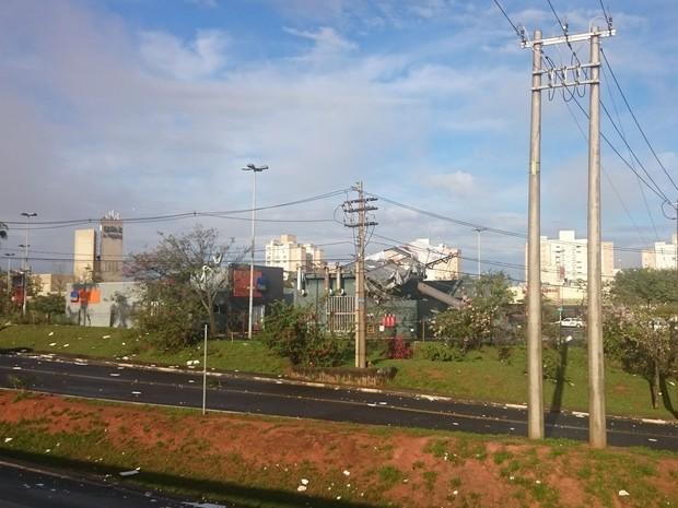Galleria Shopping foi bastante atingido e parte do teto desabou (Foto: Divulgação/Arquivo Pessoal)
