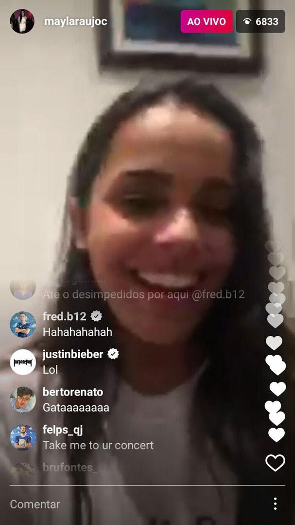 Ao ver que Justin estava interagindo com ela no vídeo, Mayla tentou se arriscar no inglês e ganhou uma risada do cantor!  (Foto: Reprodução Instagram)