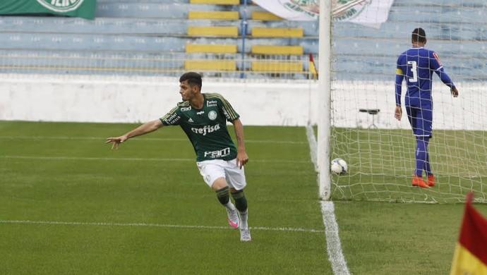 Gabriel Leite comemora o gol do Palmeiras sobre o Cruzeiro no Brasileiro sub-20 (Foto: Antonio Basilio / Divulgação PMSJC)