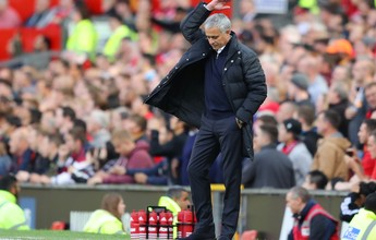 Mourinho corre o risco de ser punido por falar de árbitro antes de clássico