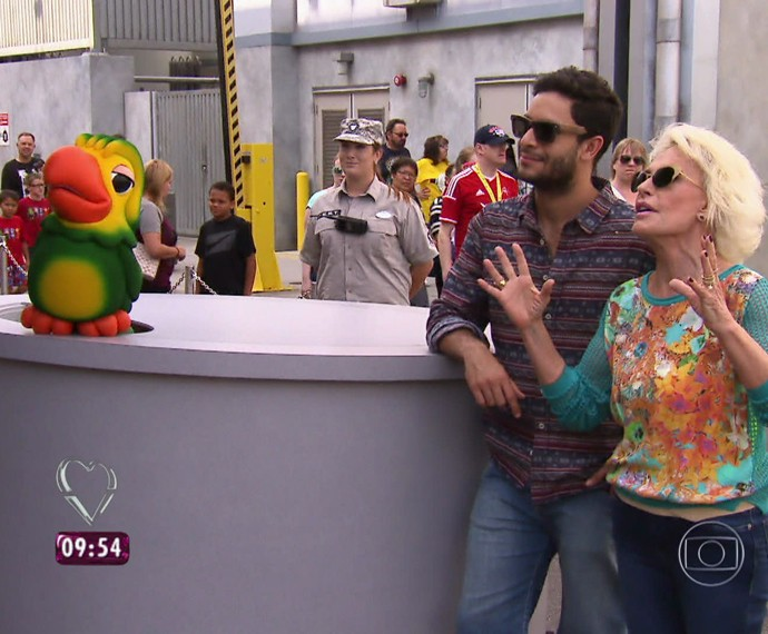 Ana Maria, Louro José e Rainer Cadete observam os robôs (Foto: TV Globo)