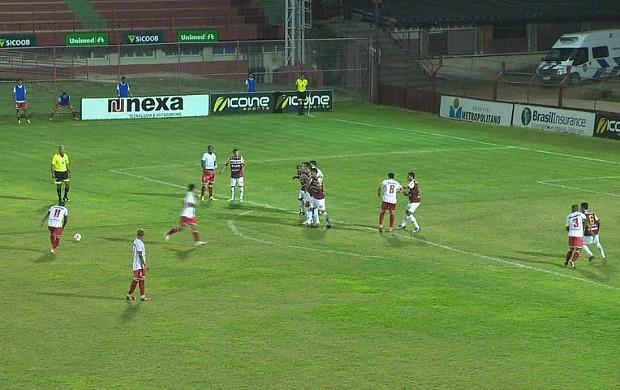William Simões fez o gol de empate do Cachoeiro (Foto: Reprodução/TV Gazeta)