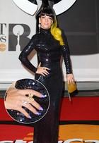 Após cabelo rosa, Lily Allen aparece com mechas amarelas em premiação