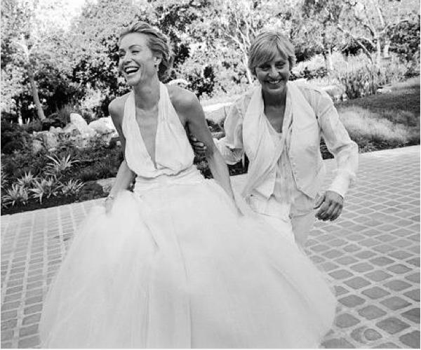 A atriz e apresentadora Ellen DeGeneres com a esposa, Portia de Rossi, no dia de seu casamento (Foto: Instagram)