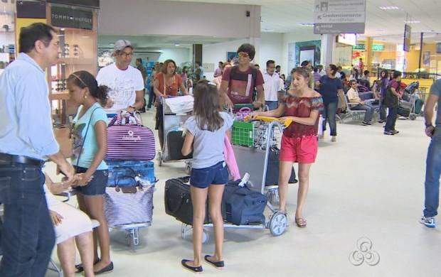 Passageiros no Aeroporto Internacional de Macapá (Foto: Reprodução/TV Amapá)