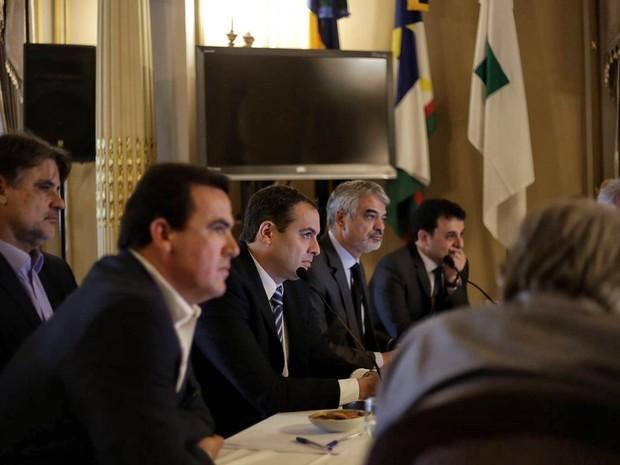 Governador Paulo Câmara se reuniu com a bancada federal do estado para definir destinação de emendas (Foto: Wagner Ramos/SEI)