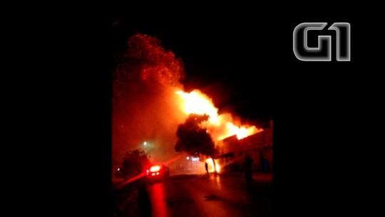 Em Arinos, suspeito de tentar furtar loja fica gravemente ferido após comércio pegar fogo