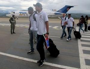 Desembarque do Corinthians em Cochabamba (Foto: Diego Ribeiro)