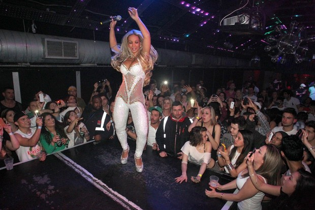 Valesca Popozuda faz show em Londres, na Inglaterra (Foto: Francisco Silva/ Ag. News)