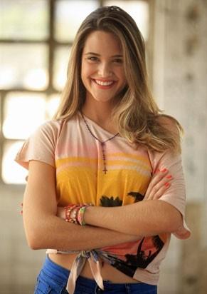 Juliana Paiva é a Tiza de 'Desenrola' (Foto: Divulgação/TV Globo)