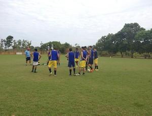Equipes Sub-20 e Sub-16 do Rondoniense se preparam para treino de jogo coletivo (Foto: Lívia Costa)