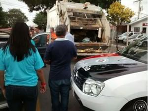 Coletores encontram corpo dentro de caminhão de lixo em Itu (Foto: Reprodução / TV Tem)