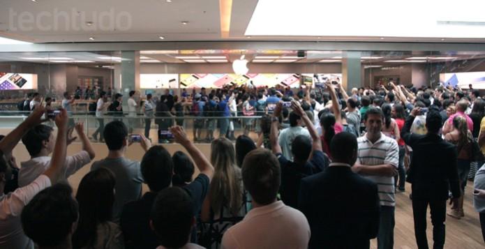 Shopping estima que mais de 1.500 clientes apareceram para a inauguração da Apple Store (Foto: Allan Melo / TechTudo)