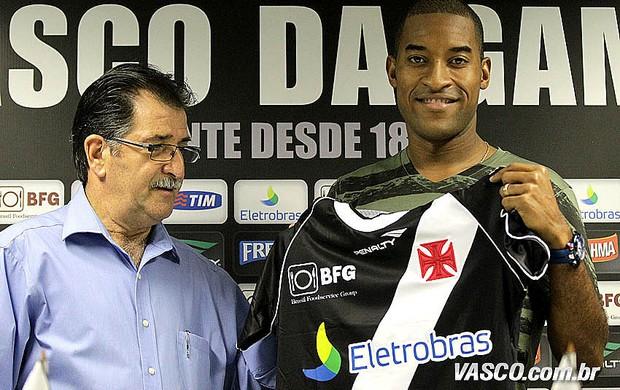 Edmilson Vasco apresentação  (Foto: Marcelo Sadio / Vasco.com.br)